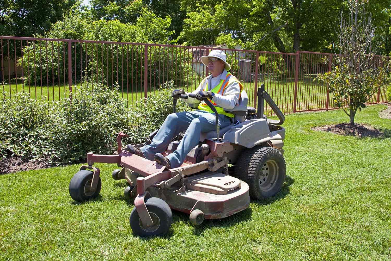 How to operate a zero turn mower